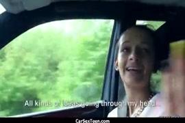 الاستمناء المنفرد لفتاة مراهقة في السيارة.