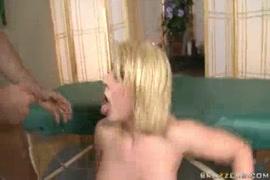 ساكس بالمطبخ صبي ينيك امه