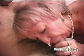 Tinder وقحة يحصل مارس الجنس من الصعب أثناء الاستحمام.