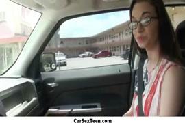 كومينغ لها في السيارة في سيارتها