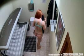 مثير أحمر الشعر في سن المراهقة اللعب مع نفسها ، الحمار الكبير والثدي ، محلية الصنع.