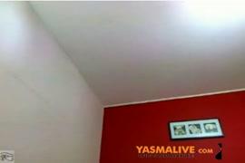 مفلس امرأة سمراء فاتنة الملاعين الحمار الكبير على كاميرا ويب.