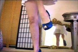 فيلم سكس ام ترضع من الثدي ابنتها.