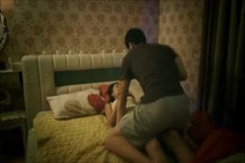 سيكس ام وابنتها النائمه