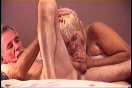 بلدي فرنك بلجيكي يمارس الجنس معي قبل النوم ويجعلني بخ في كل مكان.