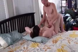 زوجة bbw يعطي لي اللسان ويحصل على نائب الرئيس مغطى كس مارس الجنس.