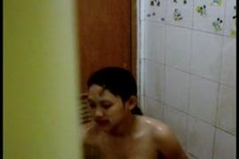 المشاغب الآسيوية فاتنة اللعب مع كس في الحمام على سناب شات.