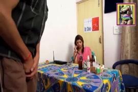 شيميل تقذف المني.