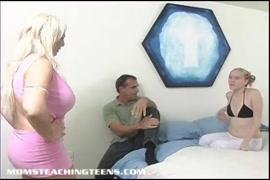 الشباب في سن المراهقة الشقراء مع كبير الثدي يأخذ ديك كبيرة.