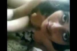 مشاهد هندية اباحية لرجل يرضع من ثدي المرءة علي اليوتيوب